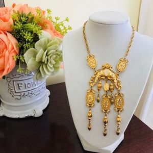 Jewelry - Beautiful Vintage Costume Gold-Toned Necklace
